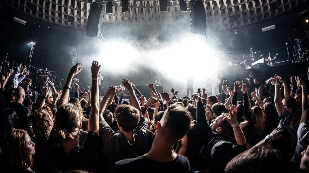 Ludologie Musik spielen, Konzerte mit zahlreichen Zuschauern